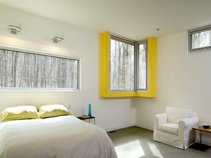 gelbe dekoration fürs eckfenster