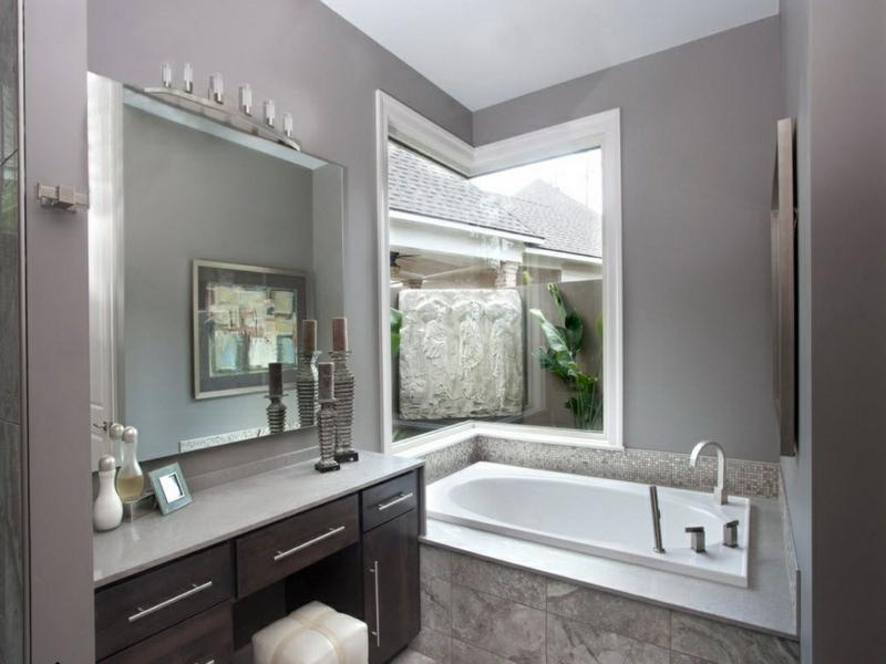eckfenstergetsaltung im badezimmer