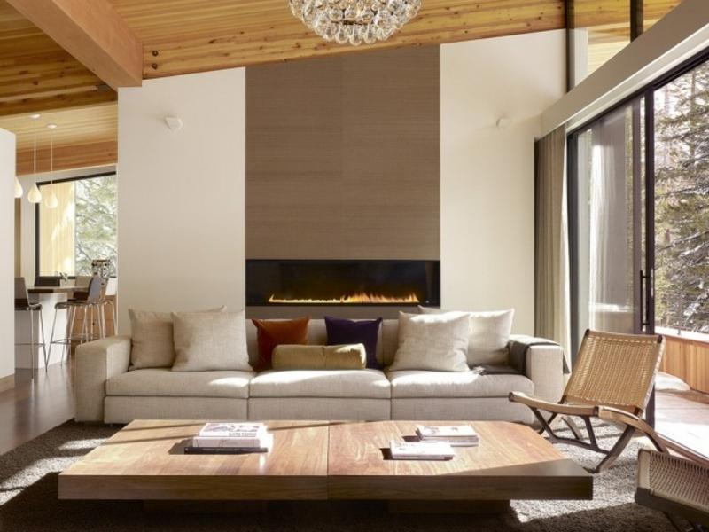 designer eleganter kamin hinter dem sofa
