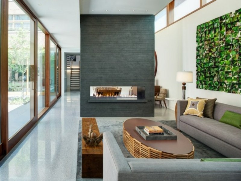 moderner schöner gaskamin im wohnzimmer