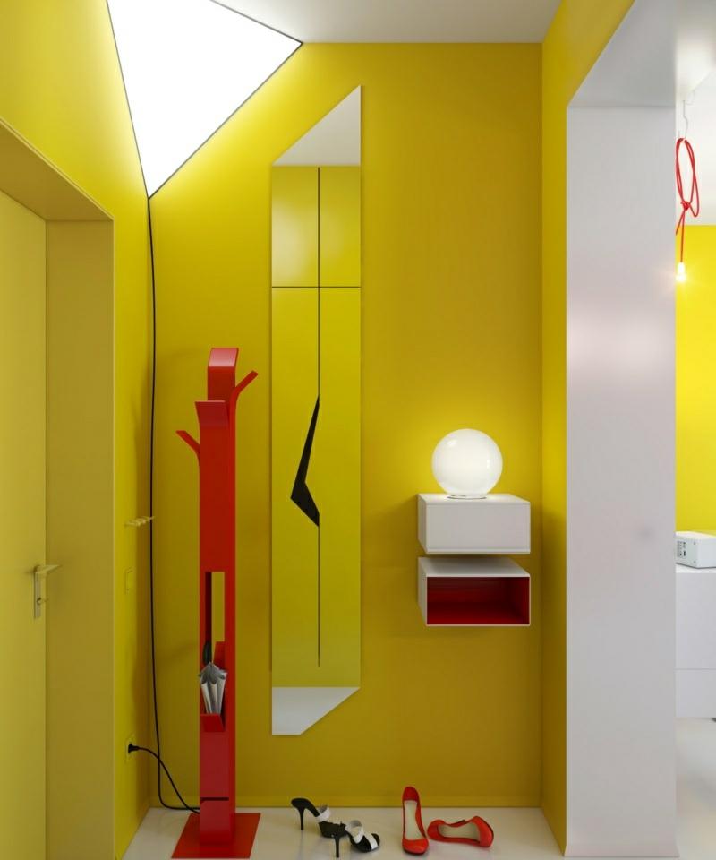 Farbgestaltung im Flur Rot und Gelb