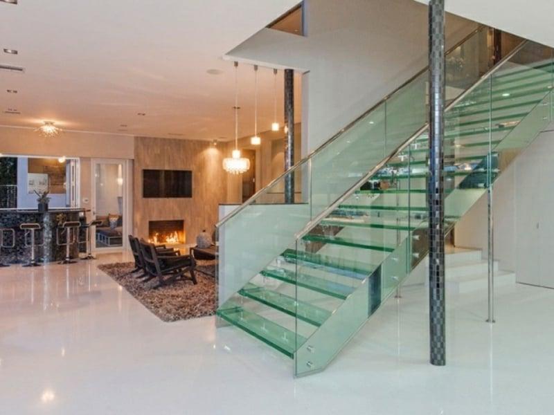 gerade moderne glastreppe