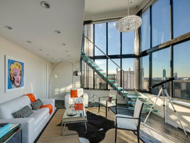 große glasstreppe bis zum wohnzimmer