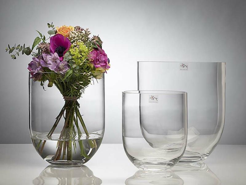 klassische tischdekorationen mit glasvasen
