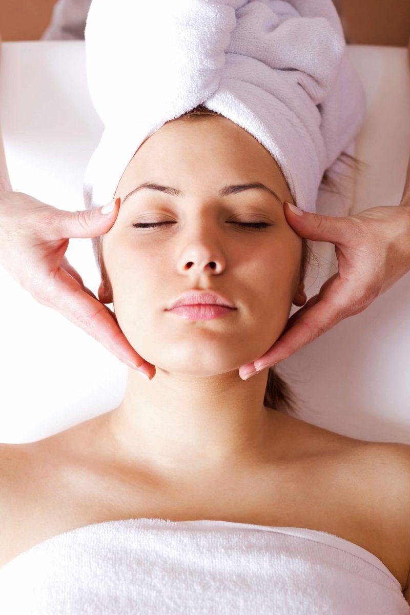 Im Gesicht abnehmen durch Massage