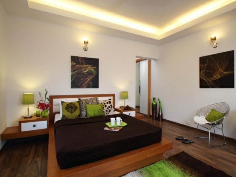indirekte beleuchtung und grüne akzente im schlafzimmer