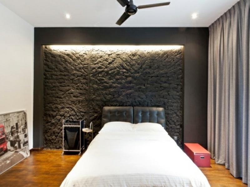 indirekte belechtung und schwrze wand im schlafzimmer