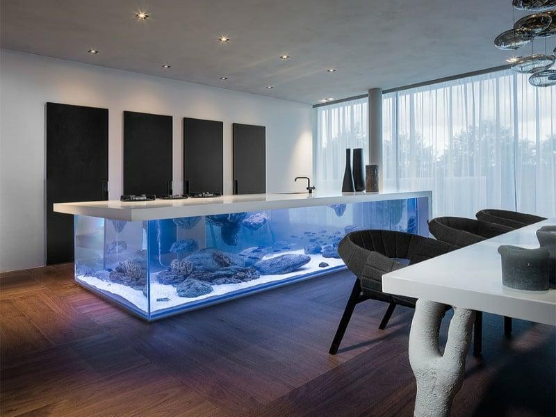 moderne kücheninsel mit aquarium
