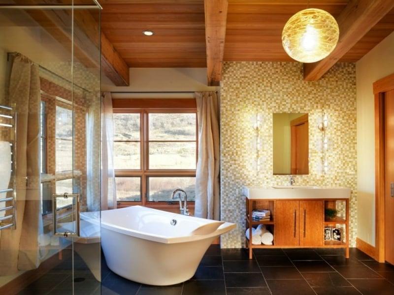 moderne kugelleuchte im badezimmer