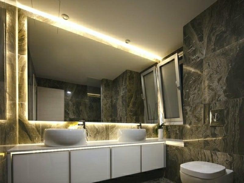 moderne badbeleuchtung im marmorbad