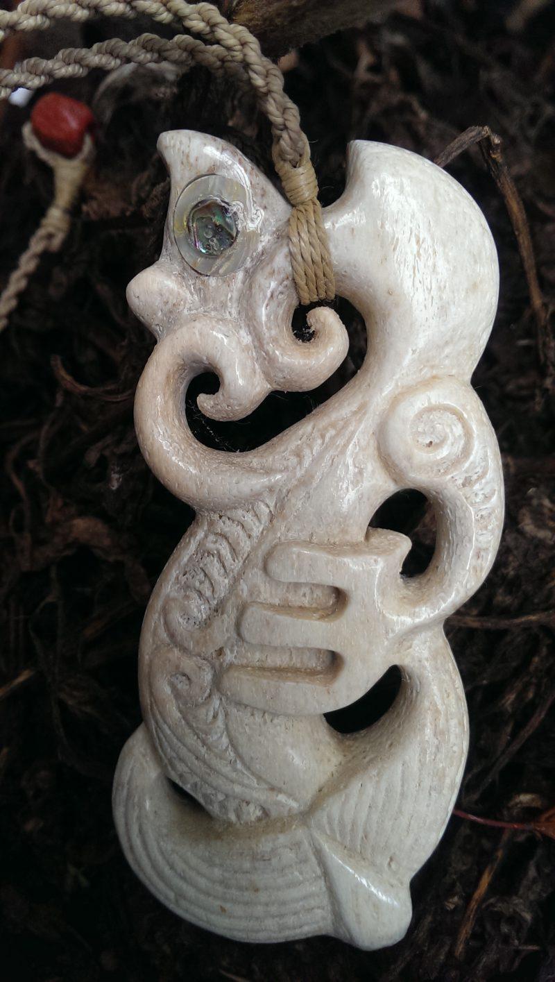 Maori Symbole Manaia weiss