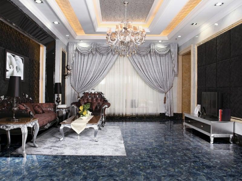 klassiche barockmöbel auf den marmorfliesen