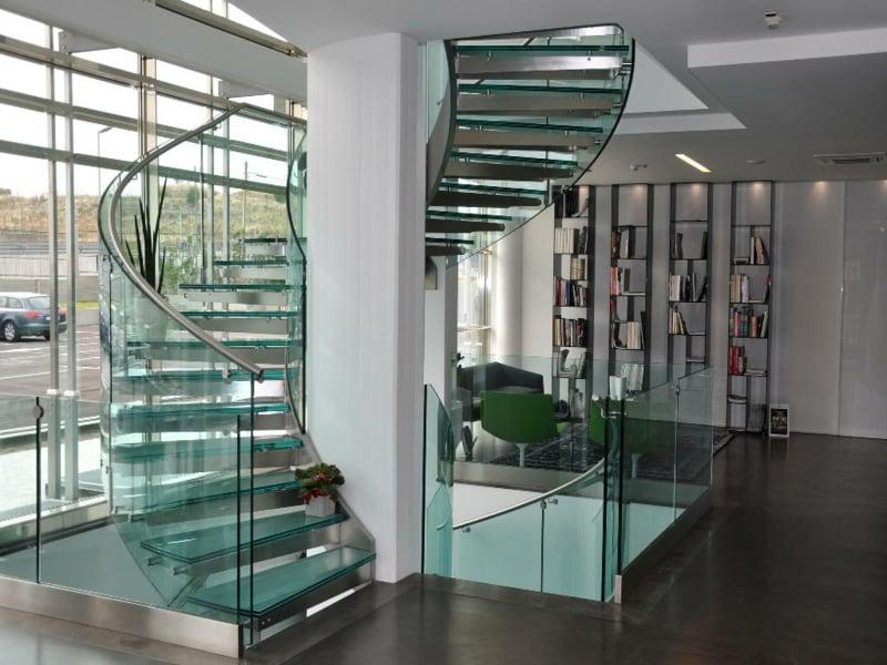 home office unter den modernen treppen