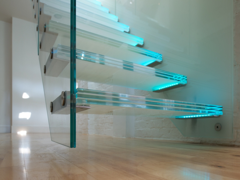 moderne dicke glastreppe