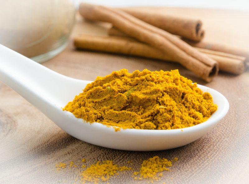 natürliche-antibiotika-curry-und-zimt