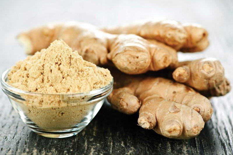 natürliche antibiotika gingerpulver in schale