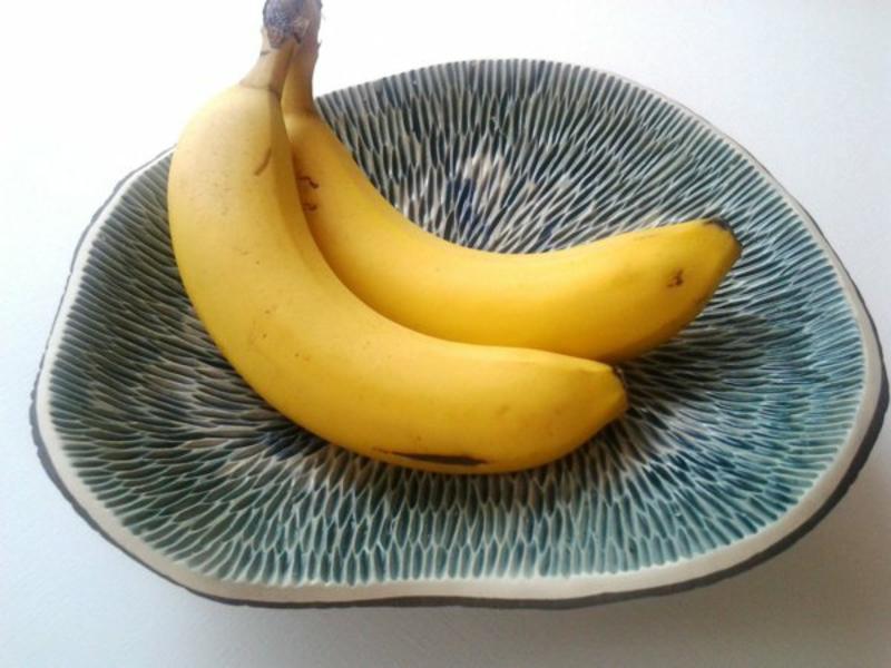 unsymetrische obstschale mit bananen
