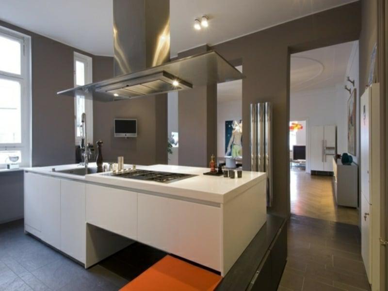 große kücheninsel in der offenen küche
