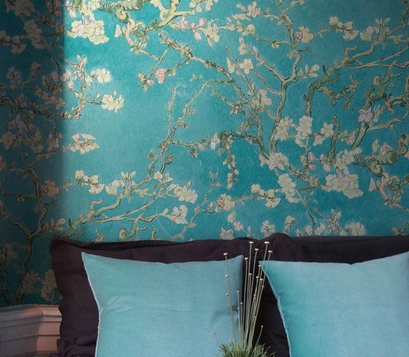 blaue Tapete mit Blumen