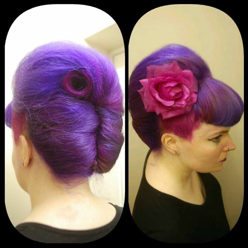 rockabilly-frisuren-This french twist with Bettie bangs is wonderful