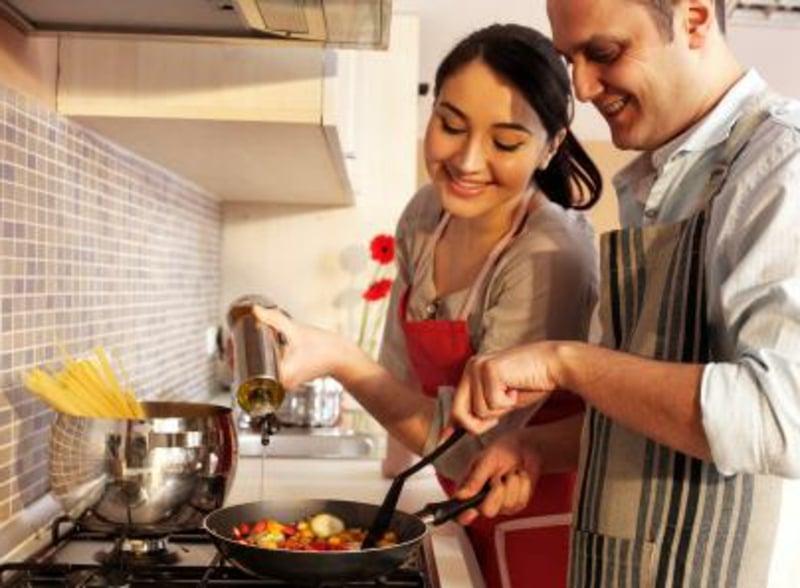 romantische-ideen-Cooking together 3