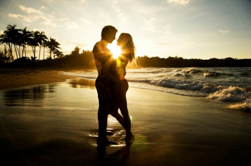 romantische-ideen-love-couple-beach-kiss-kissing-hot couple in sun shine-love images download-romantic love images download-lonelyness-alone-www.143loveu.blogspot.in