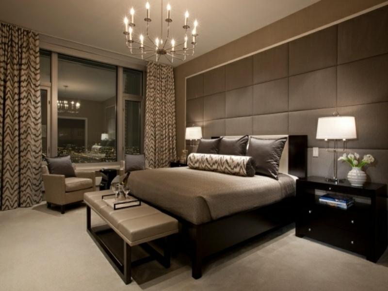 braune und graue akzente im luxes schlafzimmer