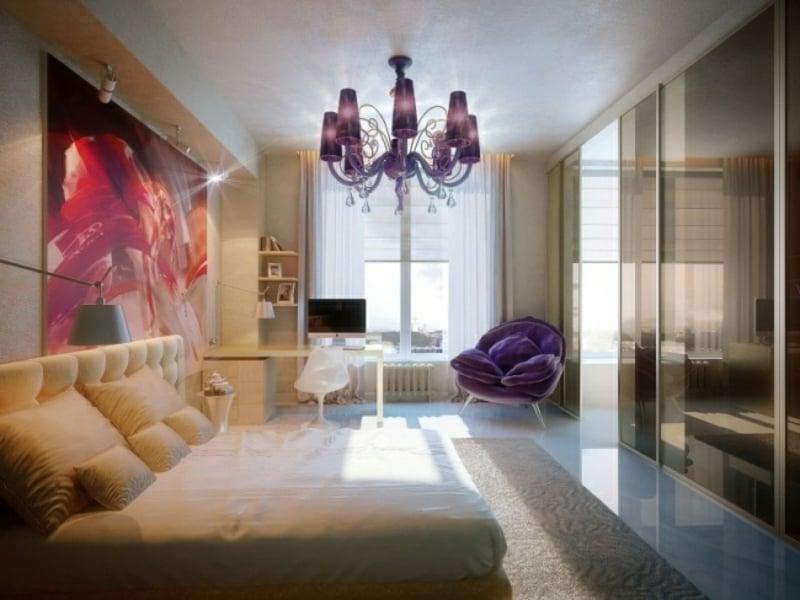 luxus schlafzimmer mit lila kronleuchter