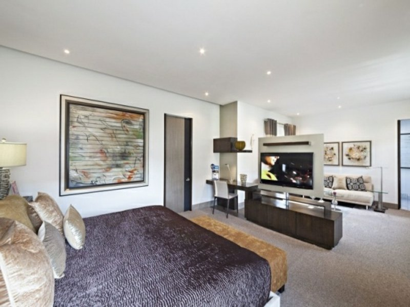 offenes luxus schlafzimmer mit raumteiler