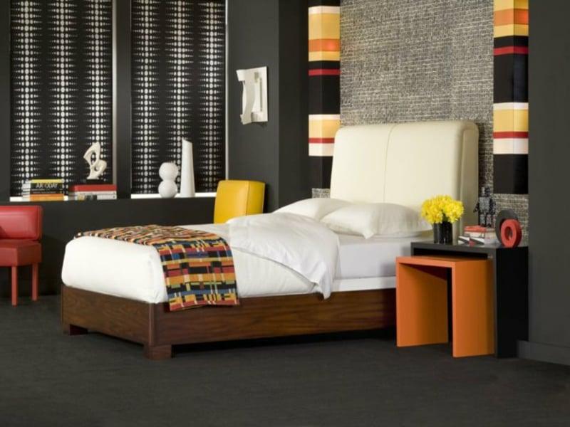 kleines schlafzimmer mit gelben akzenten