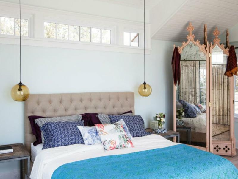 hangelampen im schlafzimme und großes bett