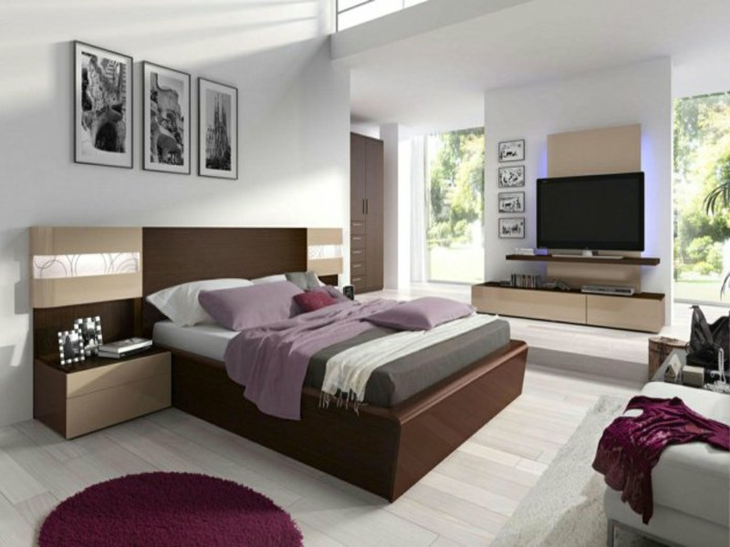 lila schlafzimmergestaltung mit braunem bett