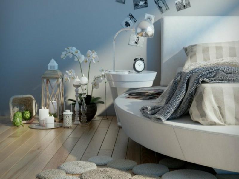 schlafzimmer mit rundem bett in weß