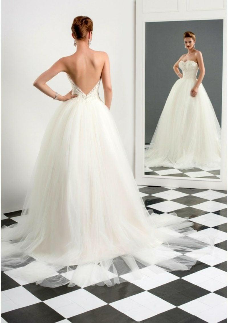 Hochzeitskleider Akzent im Rücken