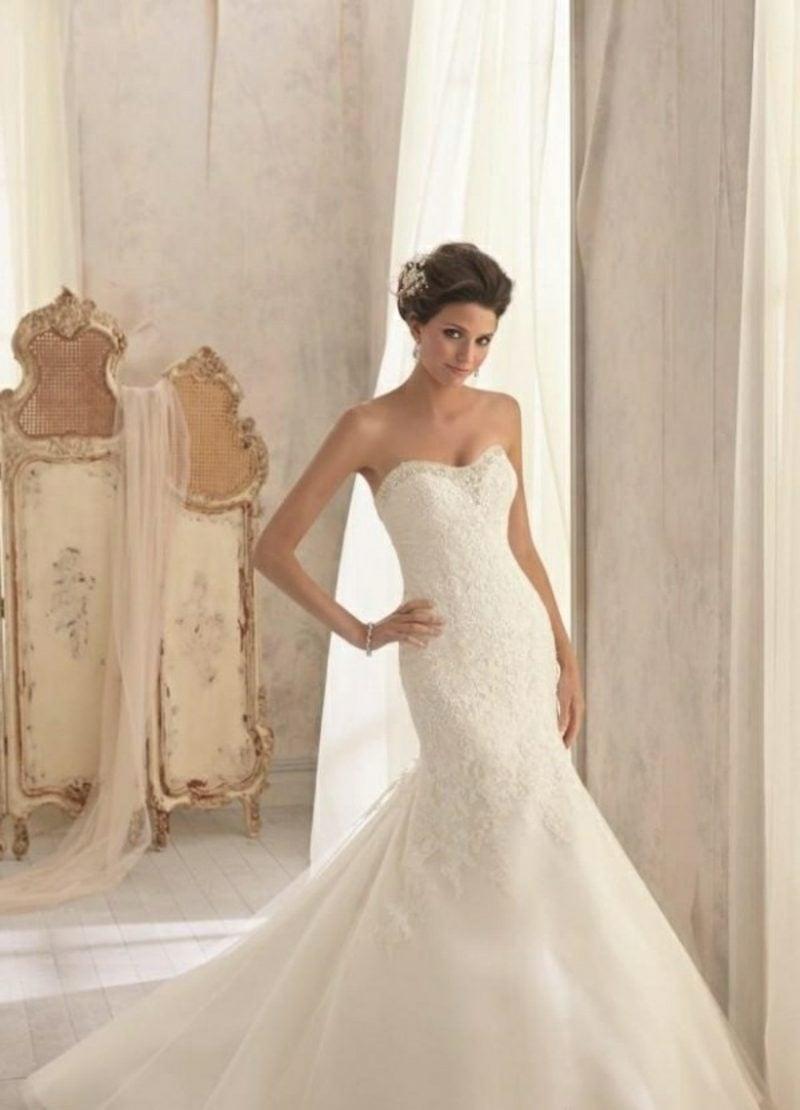 elegantes schulterfreies Hochzeitskleid
