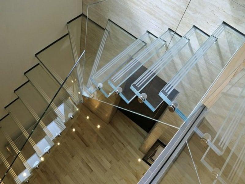 stilvolle moderne treppen aus glas