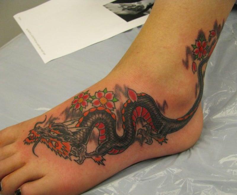 tattoo drache symbole und bedeutungen tattoos zenideen. Black Bedroom Furniture Sets. Home Design Ideas