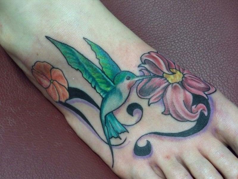 tattoo-kolibri-Green-Ink-Hummingbird-With-Flower-Tattoo-On-Foot-resized