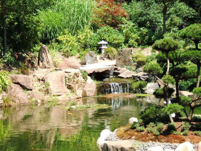 Zengarten mit Wasserfall