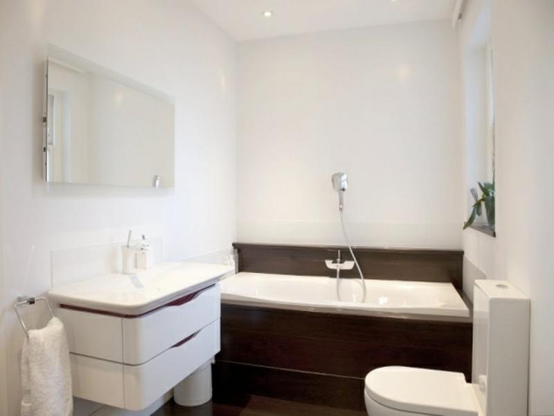 klassische kleine badewanne im traumbad
