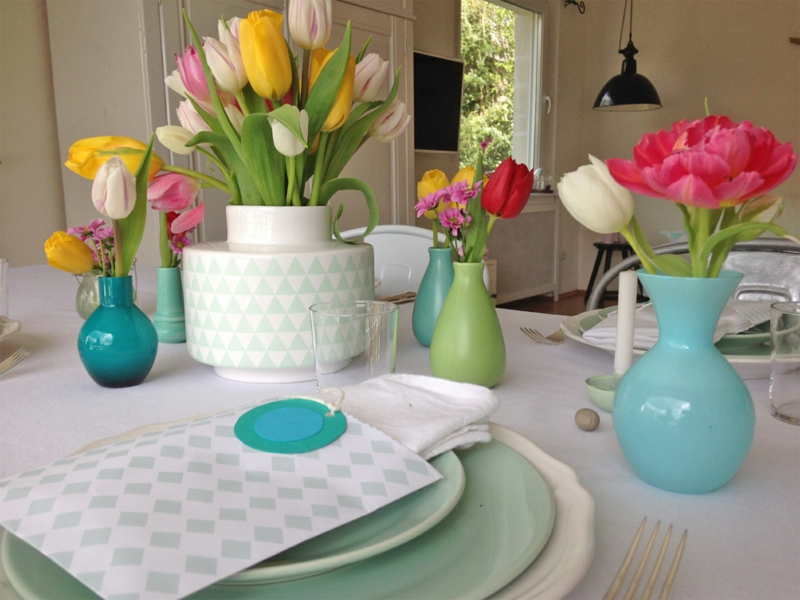 frische tulpen bei den tischdekorationen