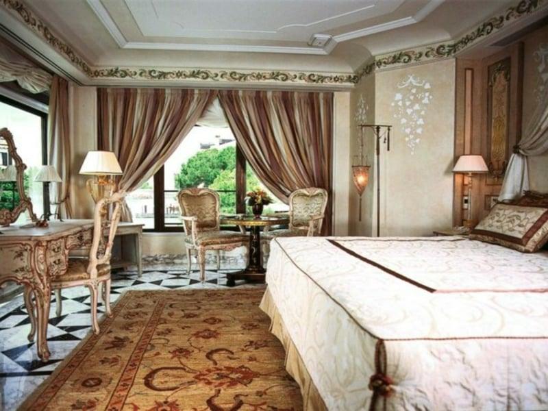 luxus schlafzimmer mit modernen viktorianischen möblen