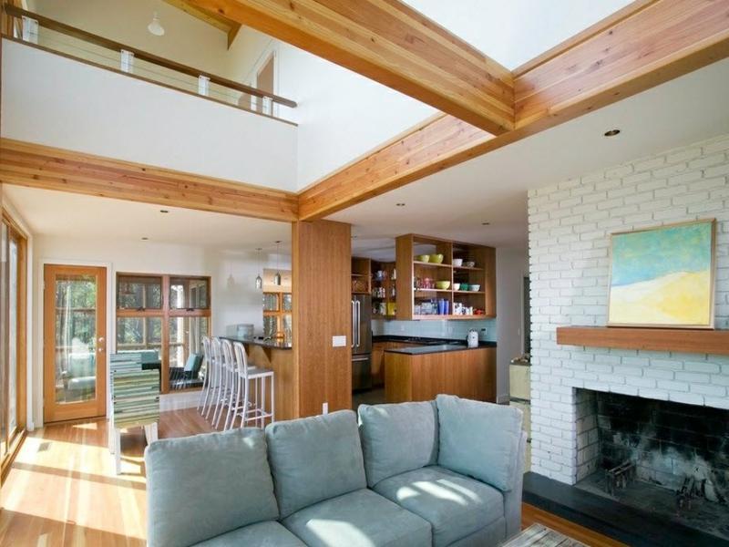 graues sofa und wanddesign mit weißen ziegeln