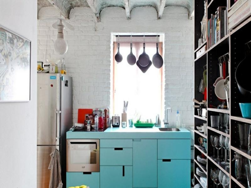 wanddesign mit weißen ziegeln in der retro küche