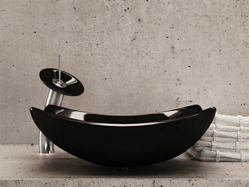 schwarzer glaswachbecken in der badezimmergestaltung