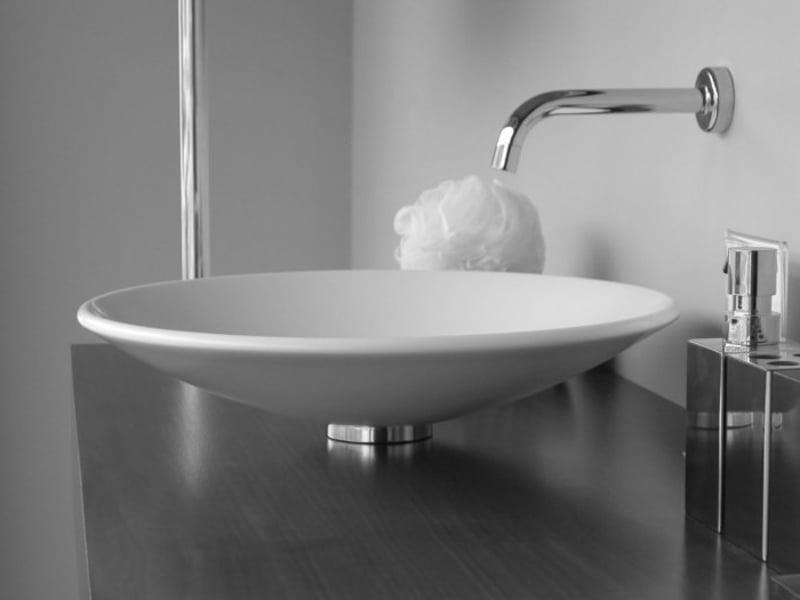 weißes keramisches waschbecken