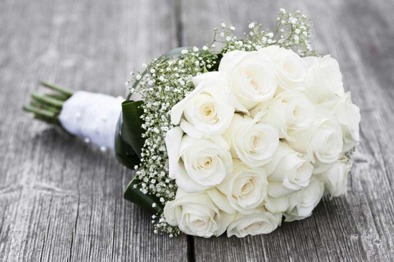 Hochzeitsstrauβ aus weissen Rosen