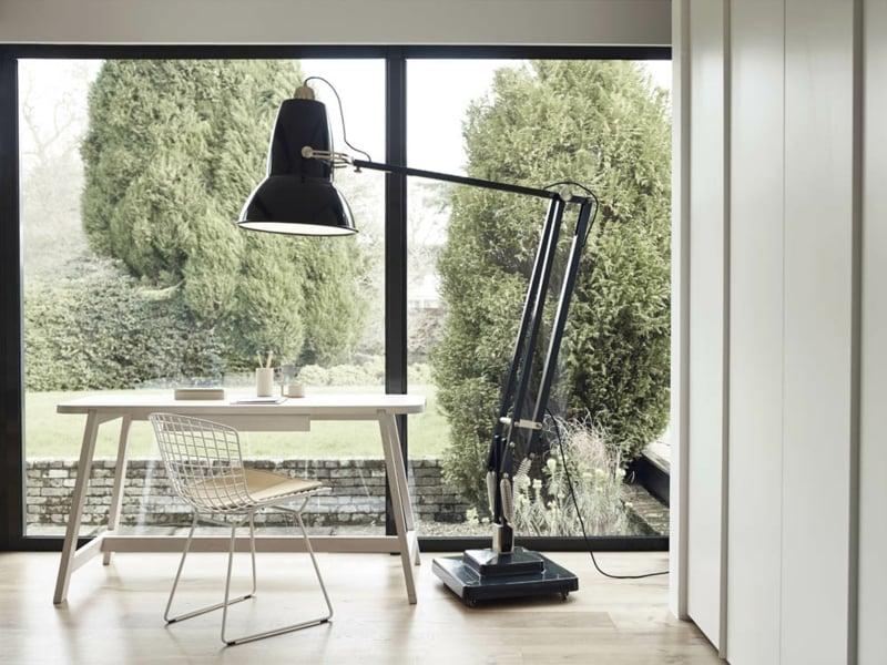 Riesige Tischlampe in den Wohnzimmerbeleuchtungen