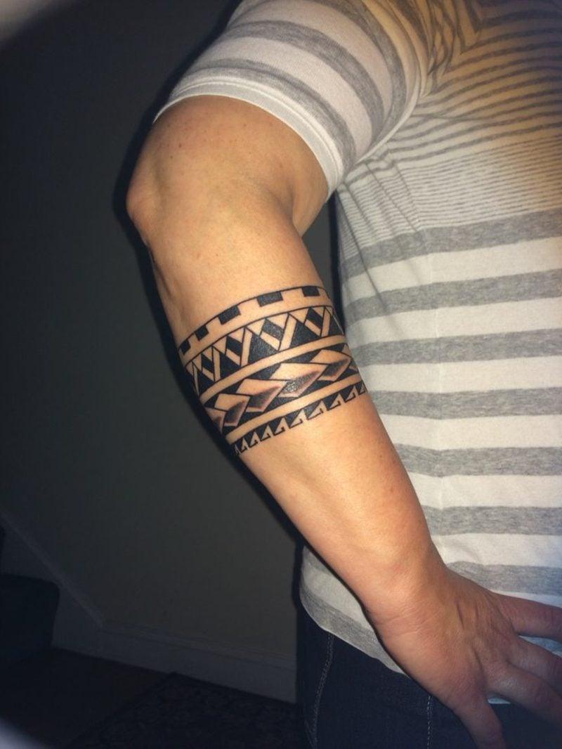 Armband Tattoo - Symbole und Bedeutungen - Tattoos - ZENIDEEN - Bizeps Tattoo