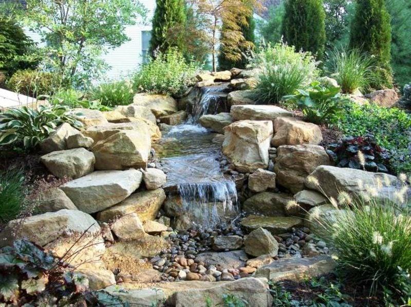 der Bachlauf als Blickfang im Garten